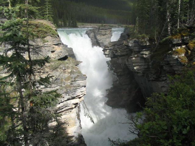 https://en.wikipedia.org/wiki/Athabasca_Falls#/media/File:Athabasca_Falls_2005-06-11.jpeg